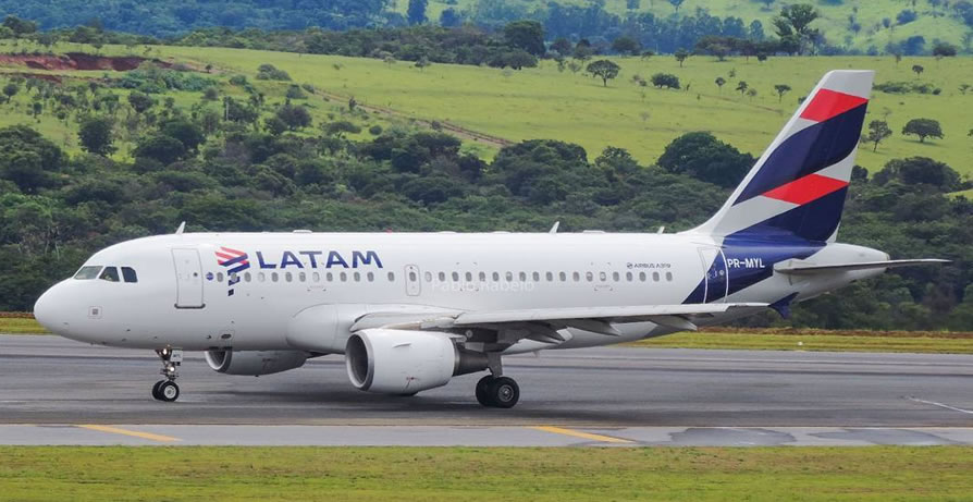 latam airlines cyberlunes